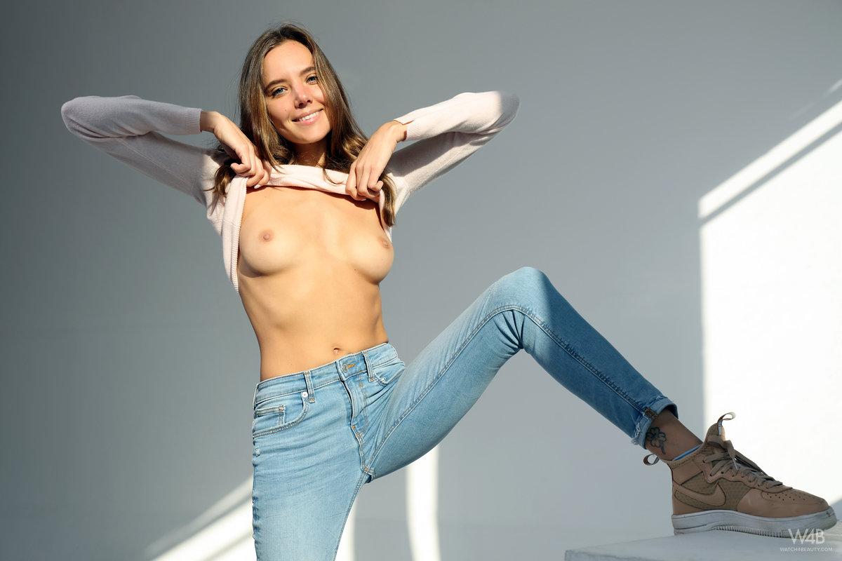 Девушка в джинсах эротика онлайн