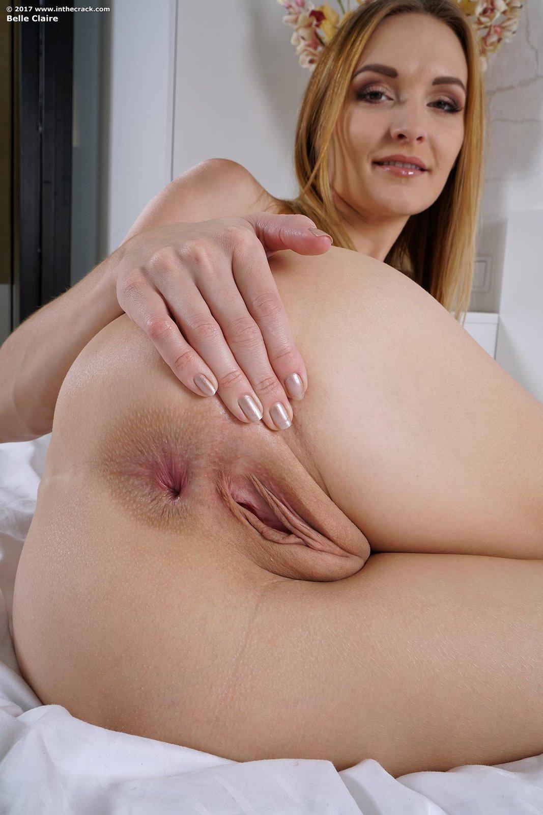 Порно фото девок раздвигающих булки бабе длинный хуй