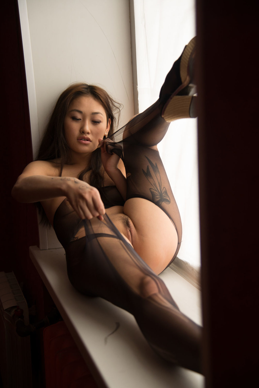 Азиатки и мулатки в рваных чулках и колготках, порно трансов с большими пенисами объемное видео