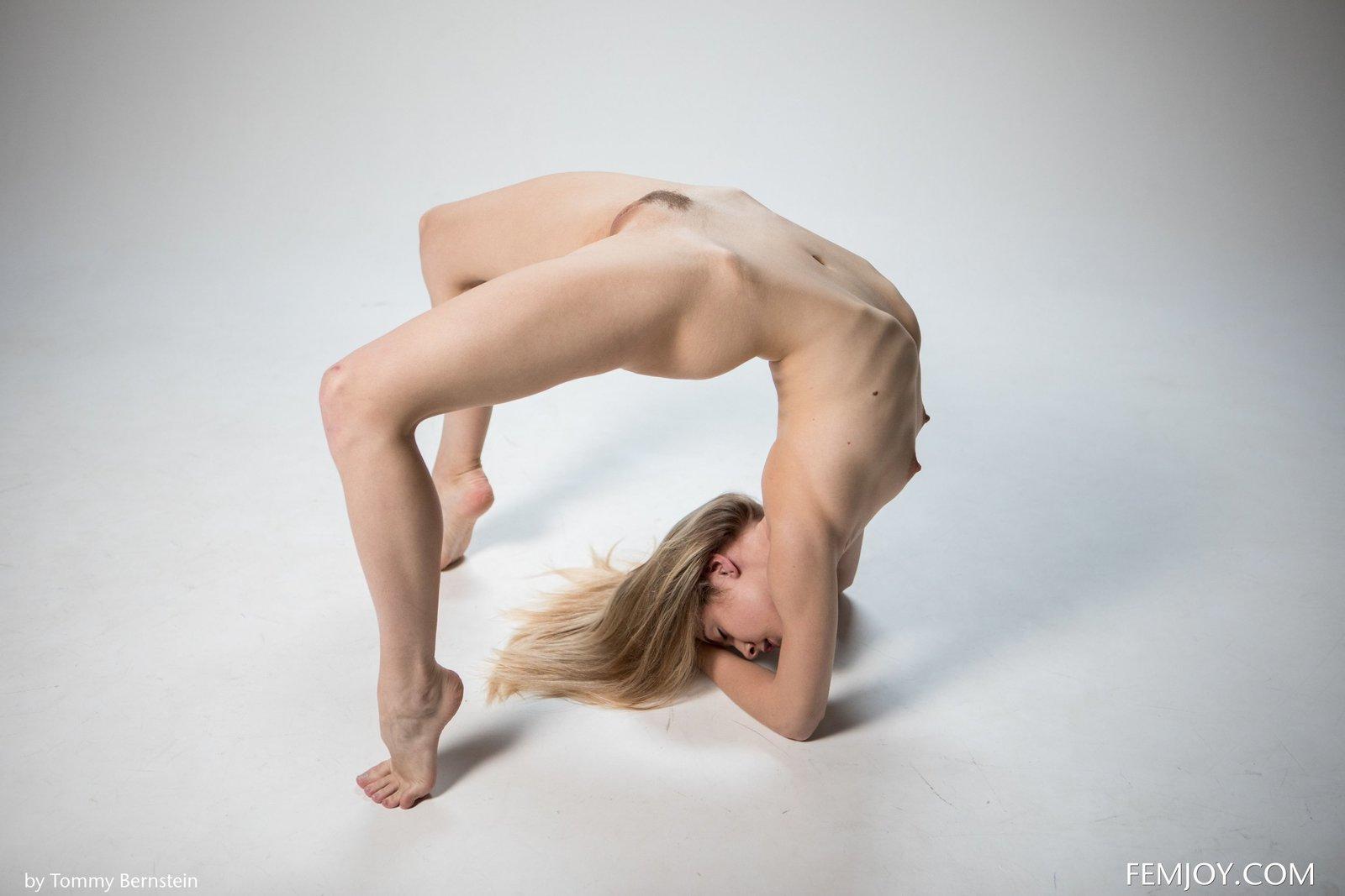 Фото голая гибкая девушка, Порно с гибкими девушками, секс фото с гимнастами 19 фотография